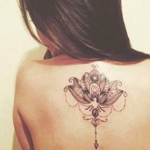 Découvrez les plus beaux exemples de tatouage fleur de lotus femme