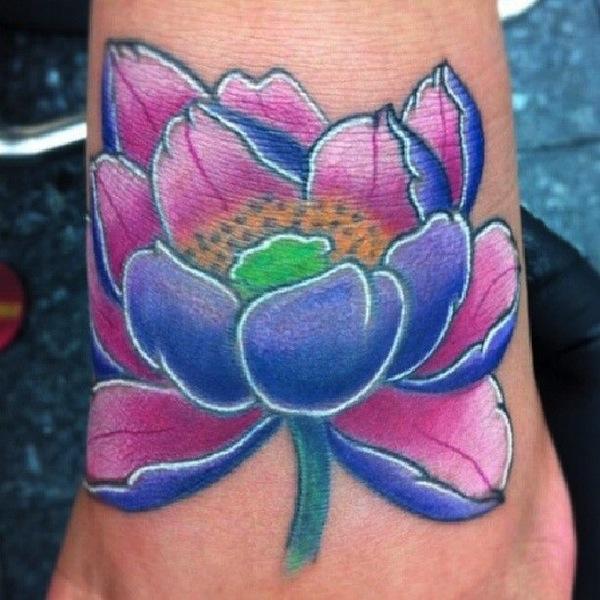 tatouage fleur de lotus fille tres colore cheville