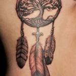 exemple tatouage arbre de vie femme avec attrape reve