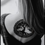 modele tatouage arbre de vie dos feminin sous la nuque