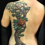 modele tatouage arbre japonais dos cote gauche