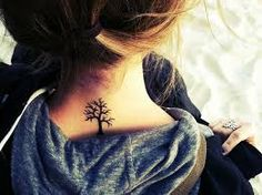 photo tattoo discret feminin arbre nuque