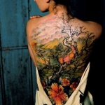 photo tattoo feminin arbre foret tres colore dos