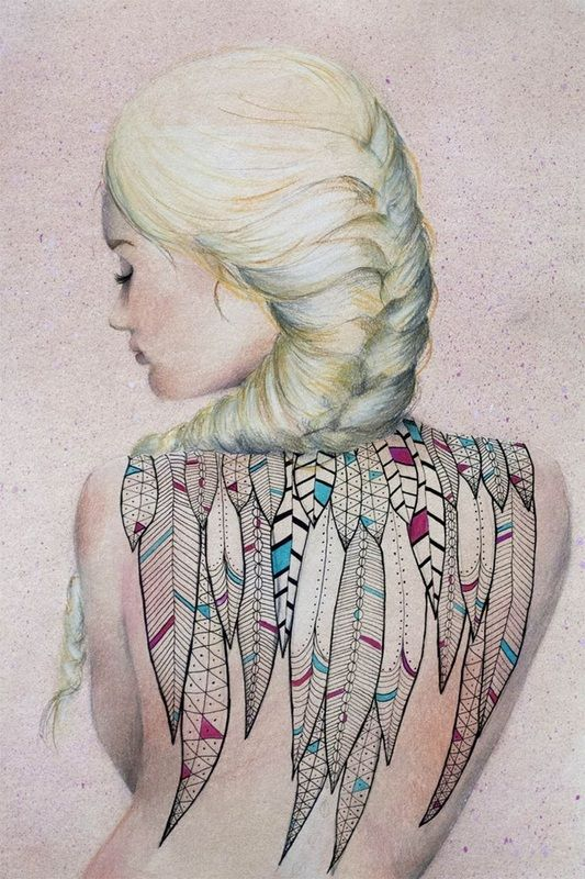 tatouage femme dos recouvert de plumes indiennes. Black Bedroom Furniture Sets. Home Design Ideas