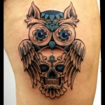exemple tatouage coeur dans yeux de tete de mort avec chouette femme cuisse