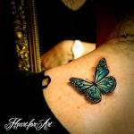 idee tattoo papillon bleu aqua femme 3d haut du dos sous la nuque cote gauche