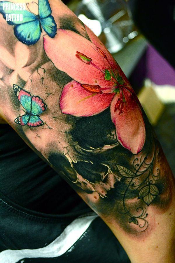 idee tattoo papillon femme demi manchette bras