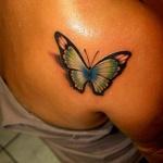 modele tatouage papillon 3d epaule droite