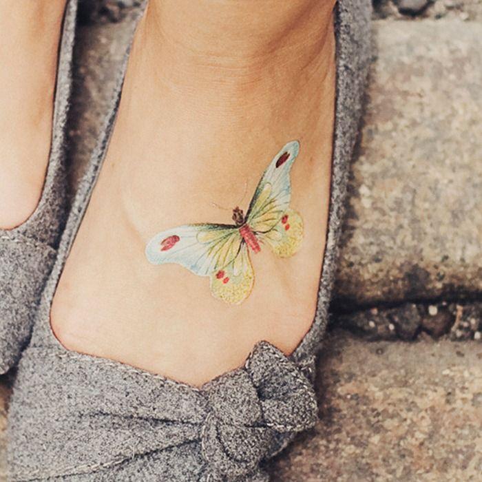 petit tatouage discret femme papillon pied tatouage femme. Black Bedroom Furniture Sets. Home Design Ideas