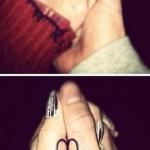 tatouage coeur femme pouce amour