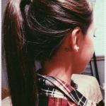 tatouage coeur simple oreille femme