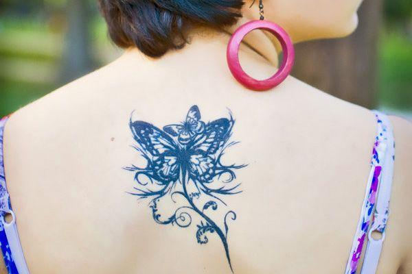 tatouage femme dos fleur papillon. Black Bedroom Furniture Sets. Home Design Ideas