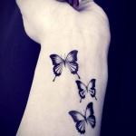 tatouage femme 3 petits papillons discrets interieur poignet