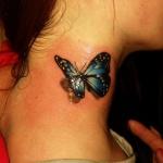 tatouage femme papillon bleu 3d dans cou