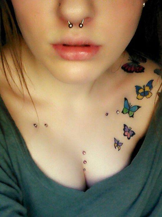 Tatouage symboles papillons fille sur epaule et clavicule - Tatouage papillon epaule ...