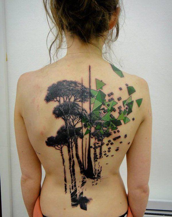 dos femme a tatouer arbres silhouettes noires et formes geometriques vertes