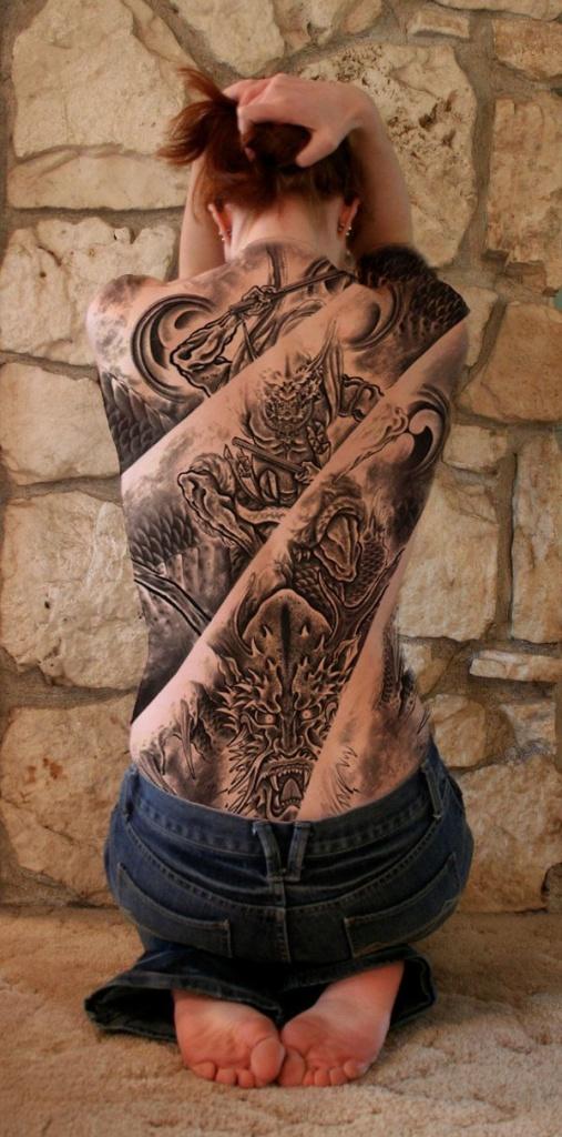 exemple tatouage decompose en plusieurs parties dos entier femmeavec dragon