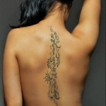 idee tattoo tribal centre dos femme