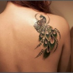 modele tatouage dos omoplate droite paon magnifique