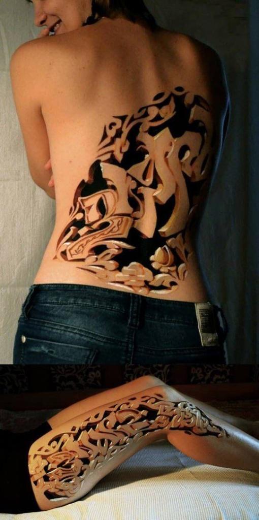 photo tattoo feminin dos  3d