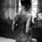 photo tattoo feminin dos complet et fesses tres reussi