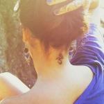 tatouage discret nuque symbole om