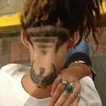 tatouage dos femme photo nuque motif egyptien isis