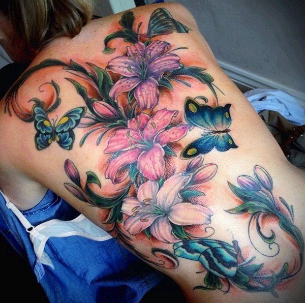 Tatouage femme dos fleur papillon - Tatouage fleur dos ...