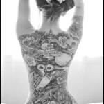 tattoo dos entier femme chouette et tetes style gothique tres reussi