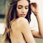 tatouage femme pissenlit dos et flanc tres fin et delicat