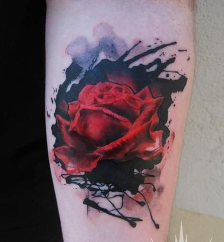 modele tatouage rose rouge aquarelle