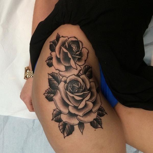 photo tattoo feminin 2 roses avec feuilles sur cuisse