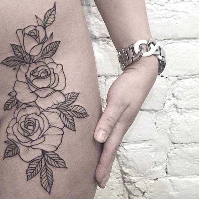 photo tattoo feminin 3 roses en contour sur hanche