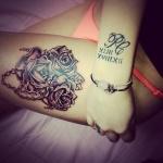tatouage fleurs 3 roses et chapelet sur cuisse