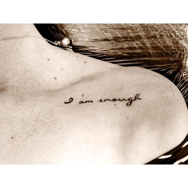 Photo tattoo discret epaule phrase