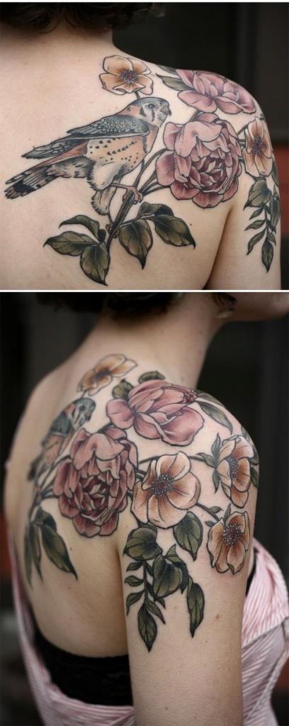 Photo grand tattoo epaule dos oiseau avec fleurs