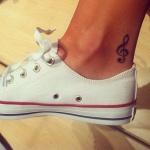Modele tatouage haut du pied droite de cheville cle de sol