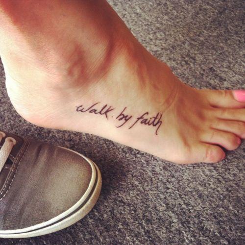 Modele tatouage phrase cote du pied