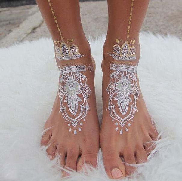 Modele tatouage pied henne blanc nuptial