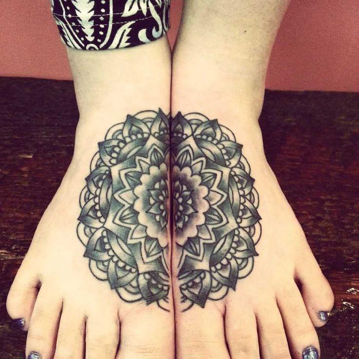 modèles tatouage pied femme