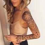 Exemple tattoo manchette partant de l epaule mandala femme