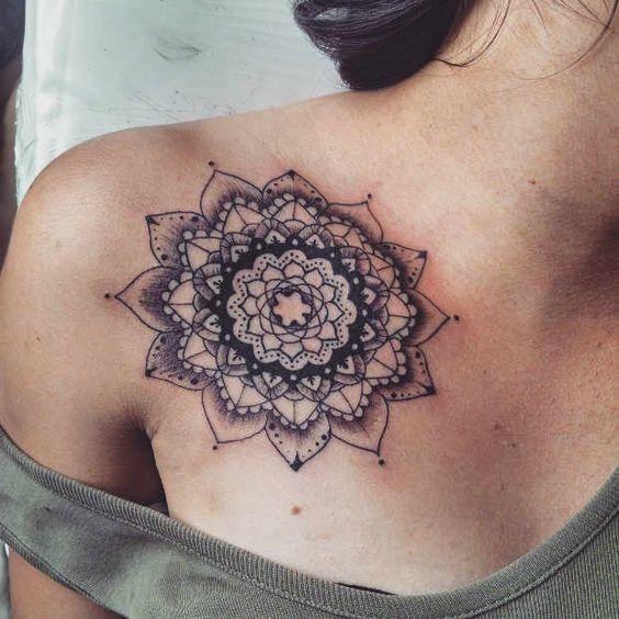 Idee tattoo mandala femme 10 cm sur clavicule