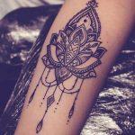 Photo tattoo interieur bras feminin mandala