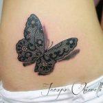 Idee tattoo papillon3d en dentelle ventre