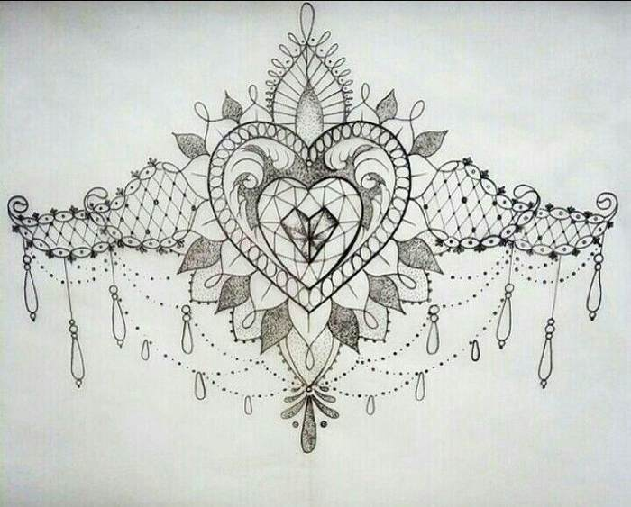 Tatouage underboobs dentelle avec elements perles bijoux et arabesques