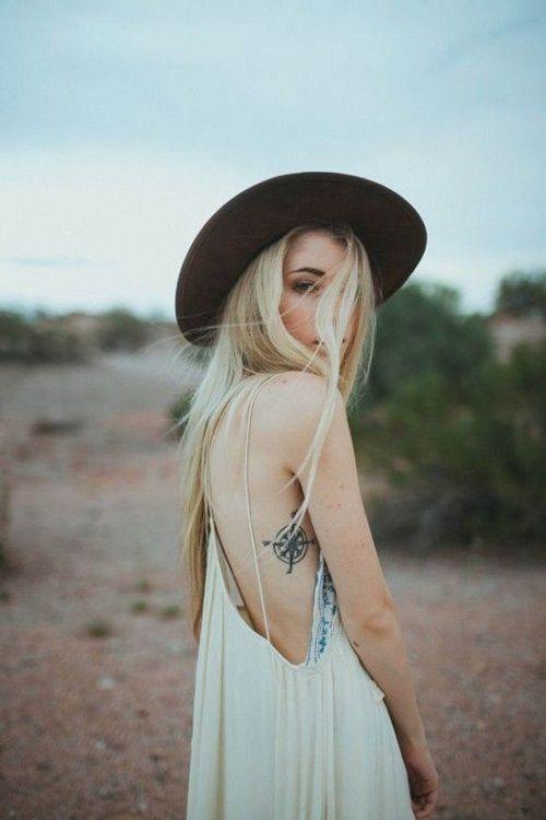 Idee tattoo cote boussole femme discret