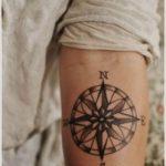 Modele tatouage rose des vents interieur bras