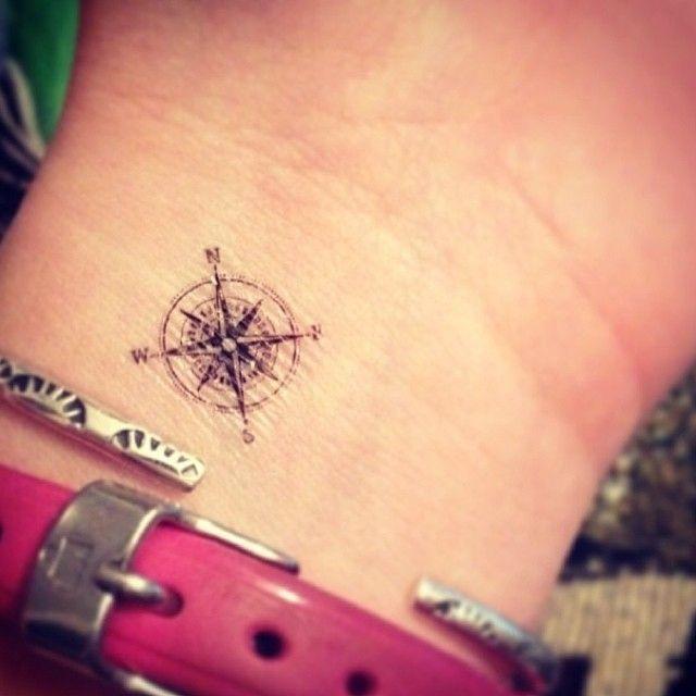 Petit tatouge discret rose des vents boussole poignet tatouage femme - Tatouage rose des vents femme ...