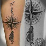 Tatouage symboles boussole fille avec fleche en direction du nord