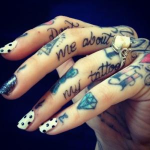 idées de tatouages doigts